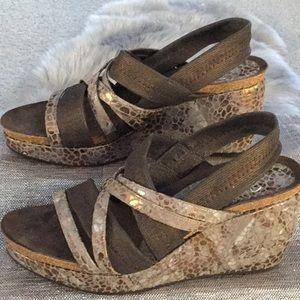 Donald J. Pliner woman's size 7.5 wedge sandal